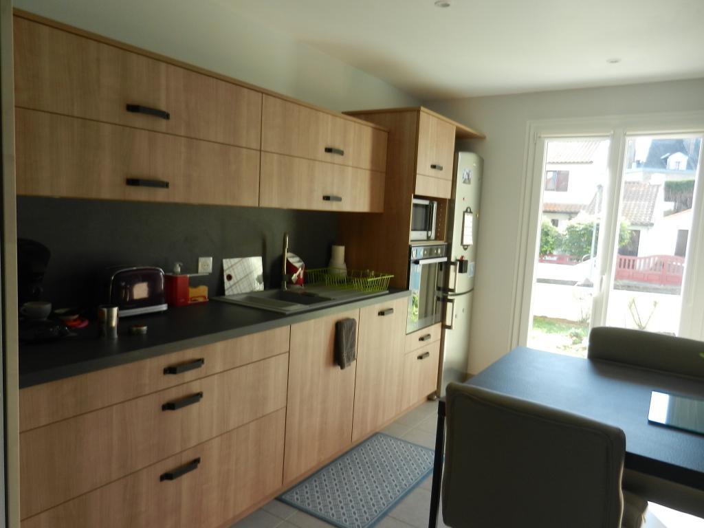 fermer une cuisine ouverte elegant fermer une cuisine ouverte plan de travail en htre pour la. Black Bedroom Furniture Sets. Home Design Ideas