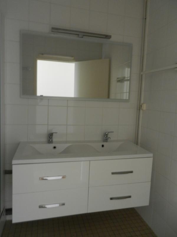 salle de bain nantes simple destockage salle de bain. Black Bedroom Furniture Sets. Home Design Ideas