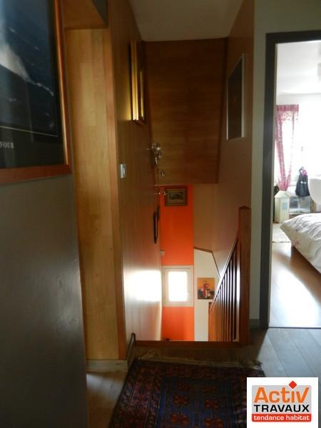 Lambris cage d escalier latest lambris de bois blanc - Peut on peindre sur du lambris vernis ...